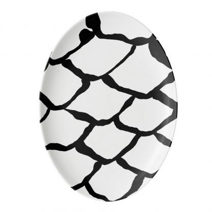 kalan-suomut-musta-platter-platter porcelain tableware designed by Blondina Elms Pastel, elms The Boutique